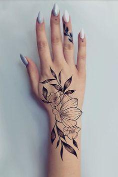 hand tattoo ideas from women celebrities that love ink 12 ~ thereds.me hand tattoo ideas f Cute Hand Tattoos, Small Hand Tattoos, Hand Tattoos For Women, Meaningful Tattoos For Women, Little Tattoos, Mini Tattoos, Sexy Tattoos, Unique Tattoos, Body Art Tattoos