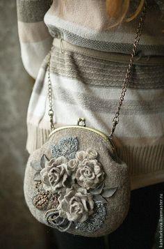Love the old fashioned purses Vintage Purses, Vintage Handbags, Frame Purse, Felt Purse, Beaded Purses, Fabric Bags, Change Purse, Ribbon Embroidery, Handmade Bags