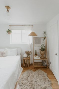 bedroom inspirations we bought our house on Olive Street 4 years ago. funny story - it was the only house we looked at before putting an offer in! normallll people search for week Aesthetic Room Decor, Home Bedroom, Airy Bedroom, Light Bedroom, Bedroom Inspo, Neutral Bedroom Decor, White Room Decor, Small Apartment Bedrooms, Simple Bedroom Decor