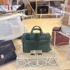Piquadro w Warszawie, butik Multicase Centrum Handlowe Atrium Promenada lok. 1.50, 1 piętro. Wyścig po szmaragd. Ta piękna torba na laptop może być Twoja, zapraszamy! #Piquadro #PiquadroPolska #PiquadroWarszawa #Piquadrotorba #Piquadrobutikmulticase #multicase24 #AtriumPromenada #bags #fashion #torbanalaptopa #torbanakomputer #torbanaramię #fashion #mensfashion #womensbag