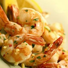 The extraordinary simple citrus-based marinade is the key to succulent, world-class shrimp! Citrus Garlic Shrimp Ingredients 1 peeled lemon 1 tbsp lime juice cloves of garlic 4 large basil leav… Hcg Diet Recipes, Cooking Recipes, Healthy Recipes, Easy Recipes, Seafood Dishes, Seafood Recipes, Hcg Shrimp Recipes, Fish Dishes, Garlic Shrimp