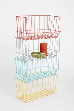Stackable Brite Basket/to attach to wall for storage in molly's room Garden Picnic, Summer Picnic, Cocina Diy, Dorm Room Storage, Metal Baskets, Deco Design, Home Organization, Organizing Ideas, Getting Organized