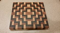 End Grain Cutting Board Mais End Grain Cutting Board, Diy Cutting Board, Wood Cutting Boards, Butcher Block Cutting Board, Chopping Boards, Custom Woodworking, Woodworking Projects Plans, Carpentry Projects, Wood Creations