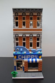 Let the Fish & Chips restaurant satisfy your British cravings. Jackahorner created the modular store with inspiration from several fish and chips locations around the UK. Lego Ville, Casa Lego, Construction Lego, Lego Boards, Lego Trains, Lego Room, Lego Modular, Cool Lego Creations, Lego Design