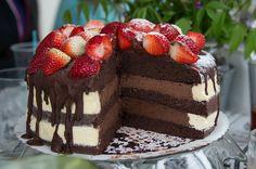 #nakedcake #cake  naked cake - chocolate corpus with the dark chocolate whipped cream and yolk egg/butter cream edges yummy!