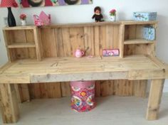 I'd rather have it painted, instead of rough, but I love the concept 6 DIY Ingenious Pallet Desk Ideas Pallet Desk, Pallet Crates, Pallet Furniture, Wood Pallets, Pallet Tables, Diy Pallet Projects, Wood Projects, Woodworking Projects, Palette Diy