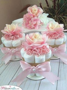 Baby shower centerpieces diy boys mini diaper cakes ideas for 2019 Fiesta Baby Shower, Baby Shower Niño, Baby Shower Princess, Baby Shower Diapers, Diaper Shower, Baby Shower Cake For Girls, Girl Baby Showers, Baby Girl Babyshower Ideas, Ballerina Baby Showers