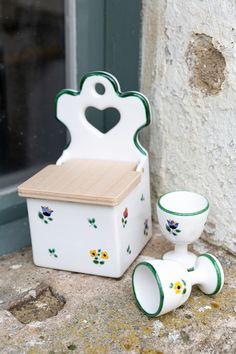Ein Evergree & Klassiker unter den Unikaten - die Streublumen #handgefertigt #handmade #pottery #tableware #deko #interior #inspo #madeinaustria #craftmanship Stool, Easy, Design, Furniture, Home Decor, Handmade, Flowers, Deko, Homemade Home Decor