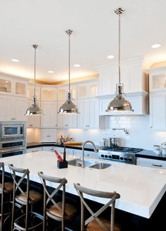 Trendy kitchen island lighting track cabinets Ideas - All For Decoration Kitchen Island Lighting Modern, Kitchen Lighting Design, Kitchen Lighting Fixtures, Kitchen Islands, Kitchen Recessed Lighting, Light Fixtures, Elegant Kitchens, Cool Kitchens, Home Decor Kitchen