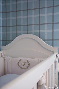 """Quarto """"Bebê Príncipe"""": detalhes que são tendências - Decoração de quarto de bebê com mais de 600 modelos Light Blue Nursery, Gabriel, Baths, Bedrooms, Embroidered Pillows, Baby Princess, Nursery Decor, Babies Rooms, Layette"""