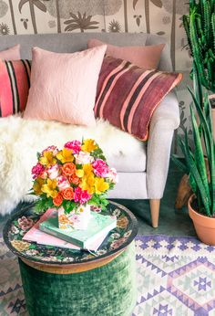 Bright @teleflora blooms in @justinablakeny's beautiful home!