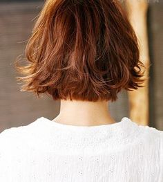 Beauty Shoulder Length Bob Hairstyle with Little Wavy Haircut for Women in Christmas Day (Back)