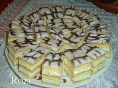 Rozi Erdélyi konyhája: Kijevi krémes Hungarian Recipes, Apple Pie, Food, Navidad, Apple Cobbler, Essen, Yemek, Apple Pie Cake, Eten