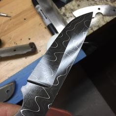 """Páči sa mi to: 59, komentáre: 4 – Matt Hummel (@mghummelknives) na Instagrame: """"WIP! Some #alabamadamascus tonight. Heat treat done by #lake_effect_ht this one has more of a…"""""""
