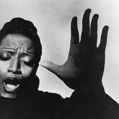 Jessye Norman (born September is an American opera singer. Norman is one of the most admired contemporary opera singers and recitalists, and is one of the highest paid performers in classical music. Black And White Portraits, Black And White Photography, Classic Photography, Irving Penn Portrait, Jessye Norman, Divas, Pochette Cd, Work In New York, Beyond Beauty