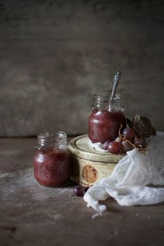 This Easy Homemade Grape Jam Is the Best Thanksgiving Hostess Gift – Kolay yemek Tarifleri Grape Recipes, Jelly Recipes, Jam Recipes, Mason Jar Meals, Meals In A Jar, Chutney, Homemade Grape Jelly, Rustic Food Photography, Grape Jam