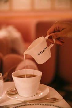 London - Sketch for Tea