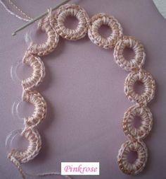 Crochet Purses Ideas Different bag handle idea's Crochet Diy, Love Crochet, Irish Crochet, Crochet Crafts, Crochet Flowers, Crochet Projects, Crochet Coaster, Russian Crochet, Thread Crochet