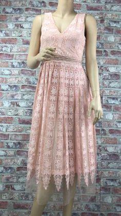 Čipkované ružové šaty s véčkovým výstrihom High Low, Dresses, Fashion, Vestidos, Moda, Fashion Styles, Dress, Fashion Illustrations, Gown