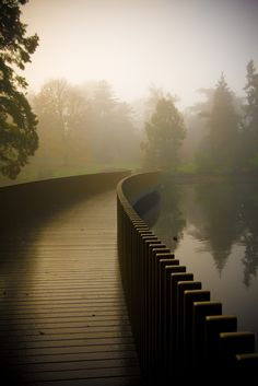 John Pawson Sackler Crossing, Royal Botanic Gardens, Kew, London, 2004 – 2006.