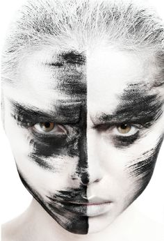 http://www.eyeshadowlipstick.com/wp-content/uploads/2012/04/black-white-creative-makeup-1.jpg