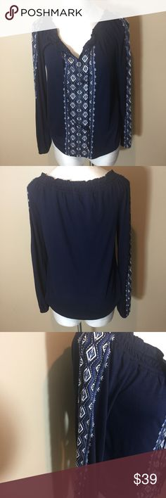 WHBM Top Sz S NWT Long sleeved embroidered top with tie front. White House Black Market Tops
