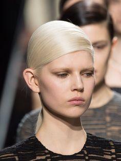 Paltinum blonde hair: light or dark brows? Blonde Hair With Purple Tips, Red Hair, Dark Eyebrows, Blonde Hair Makeup, Baby Girl Hairstyles, Platinum Hair, Balayage Highlights, Beauty Hacks Video, Girls Makeup