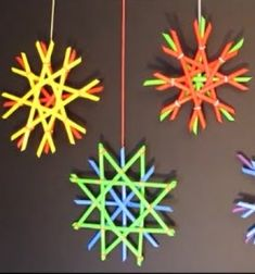Easy plastic straw snowflakes - Christmas craft for kids Christmas Crafts For Kids, Christmas Home, Kids Crafts, Christmas Ideas, Arts And Crafts, Christmas Decorations, Christmas Ornaments, Projects For Kids, Craft Projects