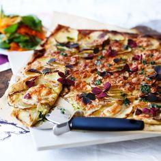 Lyxa till kvällens middag – gör potatispizza med körvelolja
