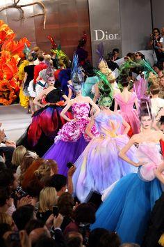 Dior Haute Couture! Es una belleza arte en la pasarela