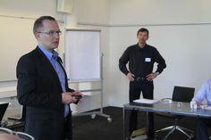 Arbejdsmiljøchef i Coop, Thomas Hermann og arbejdsmiljøkonsulent Frans Henriques fra Roskilde Tekniske Skole
