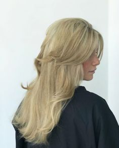 Layered hair has always been trendy and when combined with bangs makes the ultimate combination. Check out these hot layered haircuts with bangs. Layered Thick Hair, Layered Haircuts With Bangs, Long Hair With Bangs, Long Wavy Hair, Very Long Hair, Textured Hair, Waist Length Hair, Natural Wavy Hair, Fine Hair