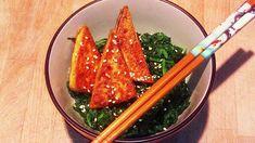 Rezept für köstlichen gebratenen Tofu auf Blattspinat! #lowcarb