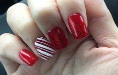 Uñas decoradas de color rojo, uñas decoradas color rojo tres tonos.  Únete al CLUB, síguenos! #diseñouñas #decoratednails #uñasbonitas