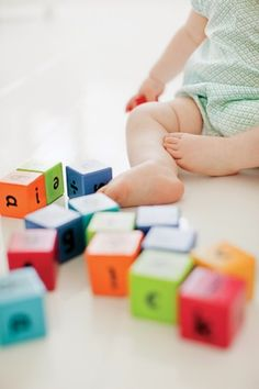 BABY BRAIN BOOSTERS:  12 Fun Baby Learning Games  • Simple, entertaining activities for infants that improve learning and development—even during grocery runs and snacktime!