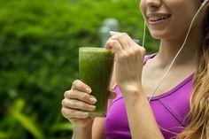 Jus verts pour diminuer l'hypertension et nettoyer les reins.   Les légumes verts nous aident à lutter contre la rétention d'eau et à éliminer les toxines. Associés à un régime alimentaire équilibré, ils sont un remède très efficace pour réguler la tension artérielle.