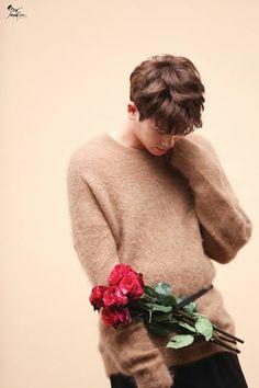 Park Hyung-sik gonna give you a rose Park Hyung Sik, Yongin, Strong Girls, Strong Women, Asian Actors, Korean Actors, Actors Male, Park Hyungsik Wallpaper, Park Hyungsik Lockscreen