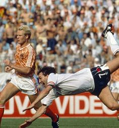Holland 3 England 1 in 1988 in Dusseldorf. Bryan Robson dives in to make it after 53 minutes in Group B at Euro Bryan Robson, Captain Marvel, Holland, Legends, Football, Baseball Cards, Group, Shorts, American Football