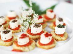 Dags för kräftskiva? Här är 7 snabba tips! | Köket.se Caprese Salad, Garden Parties, Tips, Food, Essen, Meals, Yemek, Back Yard Party, Insalata Caprese