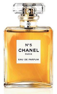 1925 Chanel No 5 perfume. Chanel Nº 5, Perfume Glamour, Perfume Parfum, Perfume Versace, Perfume Scents, Fragrance Parfum, Perfume Oils, Beauty Tips, Vintage Perfume Bottles