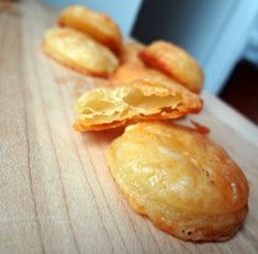 The Cooking Actress: Homemade Cheddar Cheese Crackers (Cheez-Its) Savory Snacks, Yummy Snacks, Yummy Food, Appetizer Recipes, Snack Recipes, Cooking Recipes, Appetizers, Homemade Crackers, Mets