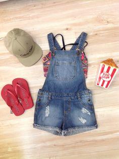 Jardineira+top+chinelo+boné+cofre POPcorn = look verão