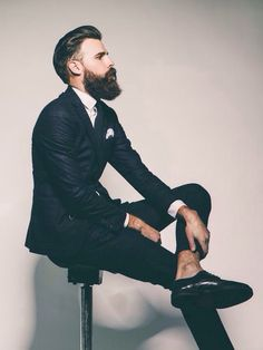 Many people call falsely beards a trend; what more a dead trend. Is your beard a result of a trend or a style? Let's look at the difference as well as find out what people think about furry bearded men with whiskers. Gentleman Mode, Dapper Gentleman, Gentleman Style, Hipster Bart, Estilo Hipster, Hipster Chic, Sharp Dressed Man, Well Dressed, Bart Trend