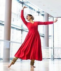 I hope someday to look as graceful as this woman! Isadora Duncan, Dance Outfits, Dance Dresses, Kathak Costume, Kathak Dance, Indian Classical Dance, Indian Photoshoot, Dance Paintings, Tribal Belly Dance