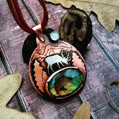 Давненько я ничего тут не постила, руки не доходили, но вот - один из последних оленей, уже нашёл хозяйку. Лабрадор, лунный камень, медь и нейзильбер. _______________________ Deer pendant with labradorite and moonstone. Sold. #labradorite #labradoritejewelry #labradoritependant #copperpendant #coppernecklace #copper_wedleen #metalsmith #metalwork #metalsmithing #copper #deer #deerpendant #labradoritenecklace #handmade #handcraft #ручнаяработа #украшения #кулон #кулонлабрадор #лабрадорит…