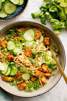 Culy Homemade: verslavend lekkere noodles met tempeh en pindakaas - Culy.nl Meat Recipes, Asian Recipes, Dinner Recipes, Ethnic Recipes, Tempeh, Vegetarian Dinners, Vegetarian Recipes, Healthy Recipes, A Food