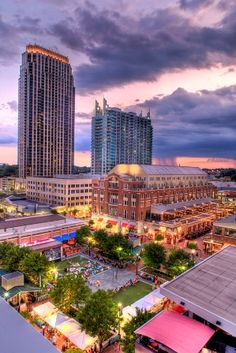 With boutiques, restaurants, a movie theatre, and a park there is always something to do in Atlantic Station!