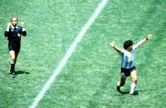 viva la patria! Soccer Cleats, Soccer Players, Retro Pictures, Retro Pics, Football Images, Referee, Fifa World Cup, Football Jerseys, Old Photos