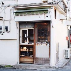 Ideal of small bakery Small Coffee Shop, Coffee To Go, Coffee Shop Design, Cafe Design, Design Design, Small Bakery, Small Cafe, Design Furniture, Plywood Furniture