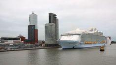 Megaschip legt aan in Rotterdam